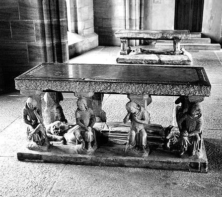 Hochgräber im Kreuzigungshof im Vordergrund das des Konrad Gross