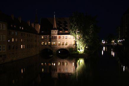 Das Heilig-Geist-Spital heute bei Nacht